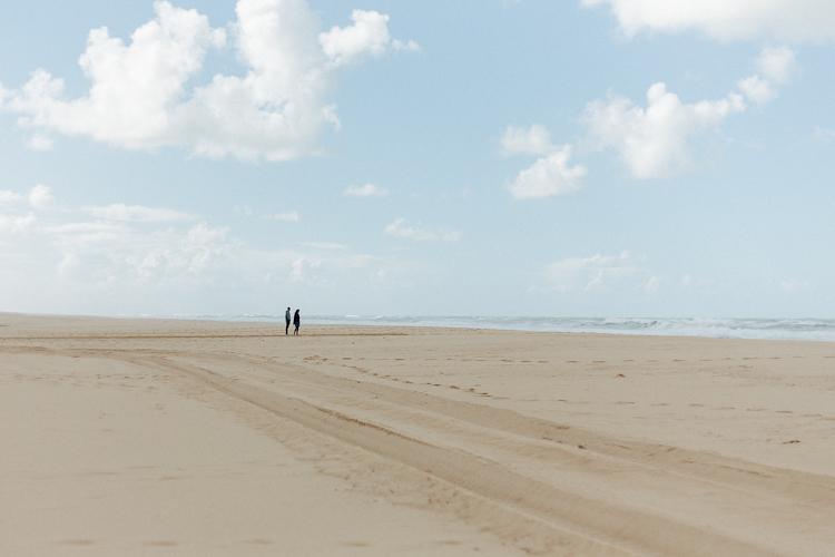 couple at the beach of Cap Ferret