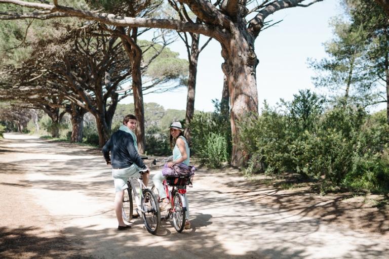Porquerolles bikes couple photo